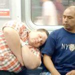 Apanhados – Adormecer em cima de estranhos