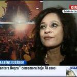 Carla, filha de Eusébio, dá uma entrevista para a RTP1 mas não se percebe nada do que diz
