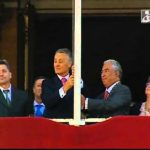 Cavaco Silva hasteia a bandeira de Portugal de pernas para o ar – Comemoração do 5 de Outubro de 2012