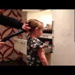 Como atar o cabelo da filha …. com um aspirador
