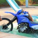 Como lavar uma moto