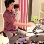Como tocar bateria só com uma mão