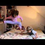 Criança cai a dançar a música Thriller de Michael Jackson