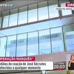 """Cromo aparece com cartaz a dizer """"Free Diogo Infante"""" – José Sócrates – RTP1"""