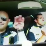 E a gente ainda se queixa da polícia portuguesa – vejam a polícia espanhola