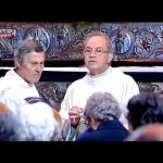Emplastro vai à missa e deixa o padre surpreso