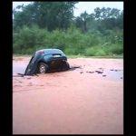 Estrada engole carro