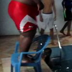 Fail – Gordo tenta saltar de uma cadeira para a piscina
