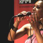 """Kika Santos canta """"White Wedding"""" de Billy Idol – Sem Palheta – RFM – 28 de Outubro"""