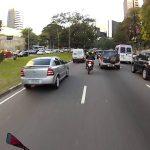 Maluco com uma mota nas estradas do Brasil
