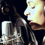 Mónica Ferraz (com André Indiana) canta Under the Bridge dos Red Hot Chili Peppers – RFM – Sem Palheta – 20 de Agosto