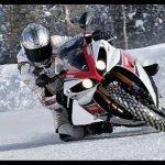 Porshe VS Yamaha na neve – Quem ganhará?