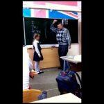 Professor envergonha aluna em frente à turma e esta vinga-se