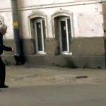 Russo pensa que é uma encarnação do Bruce Lee