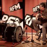 """Tim canta """"Portugal na CEE"""" dos GNR – Sem Palheta – RFM – 14 de Janeiro"""