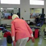 Velhinha de 90 anos faz duplo salto mortal